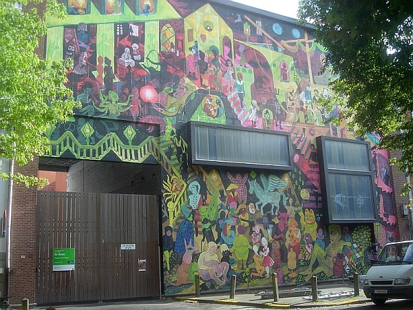 Mur de Brecht Evens à Oever (Anvers) vu de la gauche