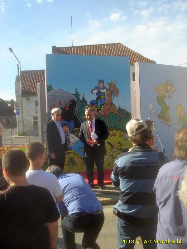 Raoul Cauvin à côté du Bourgmestre d'Antoing Bernard BAUWENS pendant l'inauguration