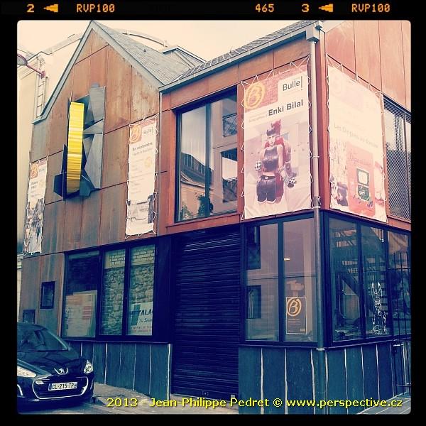 Vue de la façade avant de la librairie Bulle