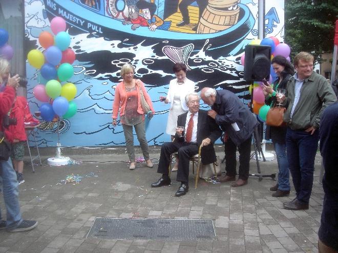 MURGA LAMOURGAGA en action devant Marc Sleen et le mural Nero