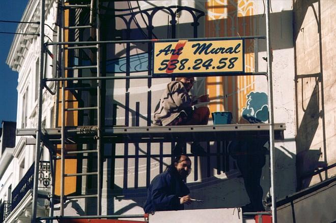Photo de David et Georges en cours de travail sur le mural